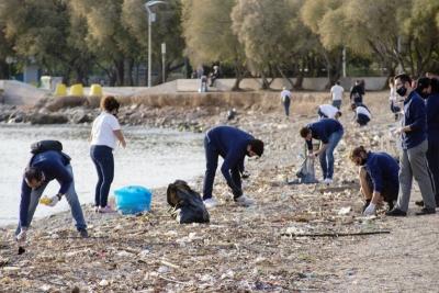83 χιλιόμετρα ακτογραμμής καθάρισαν εθελοντές της HELMEPA εν μέσω της πανδημίας